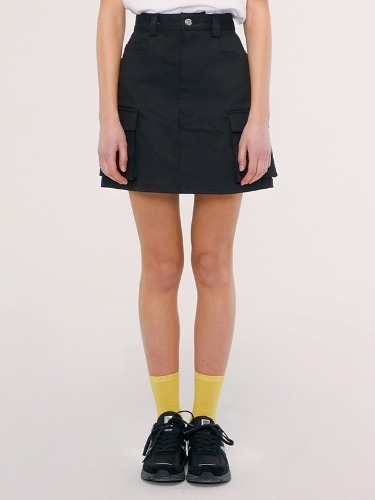 CARGO SKIRT IS [BLACK]